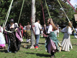 https://commons.wikimedia.org/wiki/File:New_York_RenFaire_2004_maypole.JPG